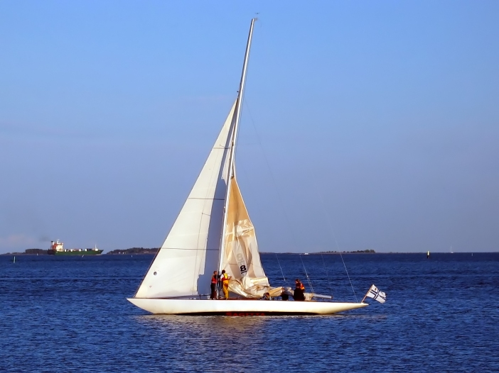 Sailing_in_front_of_Helsinki,_Finland